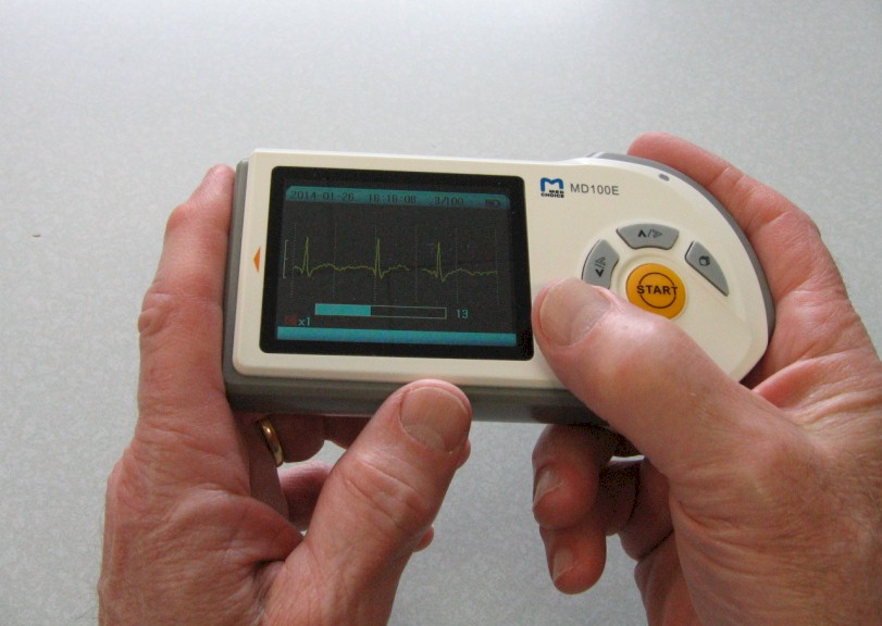 comparative-handheld-MD100E-2.jpg (88497 bytes)