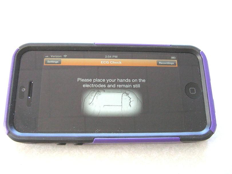 comparative-handheld-ecgcheck-3.jpg (91091 bytes)